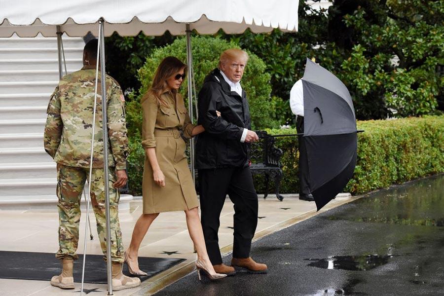9月2日,美國總統特朗普和夫人再赴災區視察。(Olivier Douliery-Pool/Getty Images)
