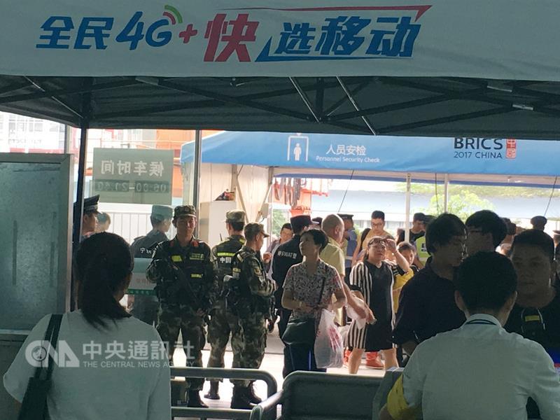 「金磚五國峰會」9月3日至5日在廈門舉行,廈門全島警戒,路上、車站隨處可見警察。(中央社)