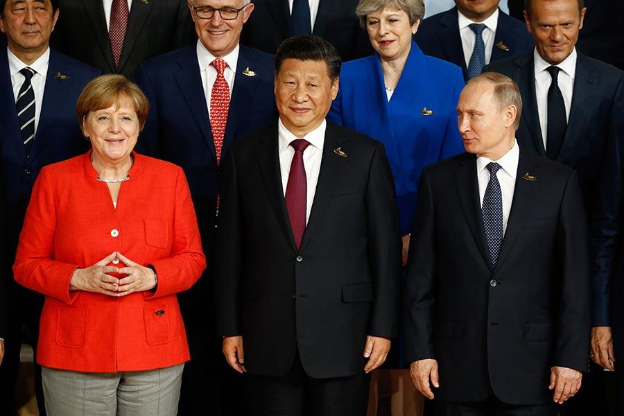 圖為習近平在2017年7月份德國漢堡G20峰會上與各國領導人合照。(ODD ANDERSEN/AFP/Getty Images)