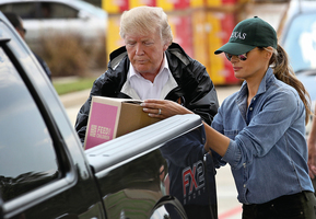 特朗普夫婦再訪哈維災區