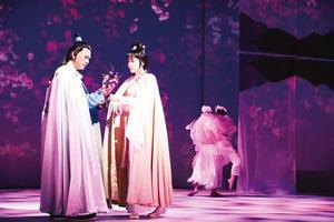《紅梅再世》不朽舞台經典 讓犧牲成全愛