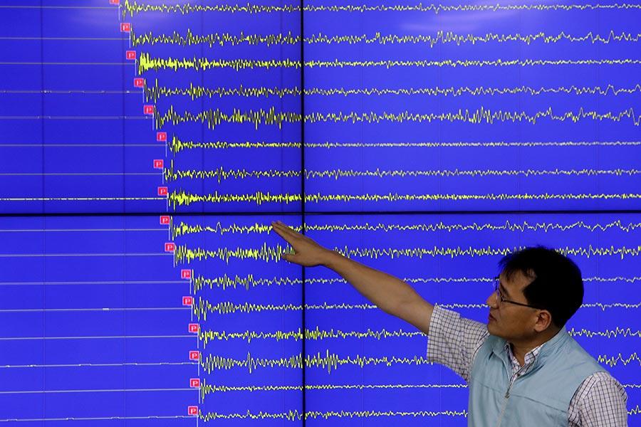 習近平當局主辦的金磚國家峰會開幕當天,北韓進行了第六次核試。圖為南韓當局偵測到北韓第六次核試所產生的地震波情況。(Chung Sung-Jun/Getty Images)