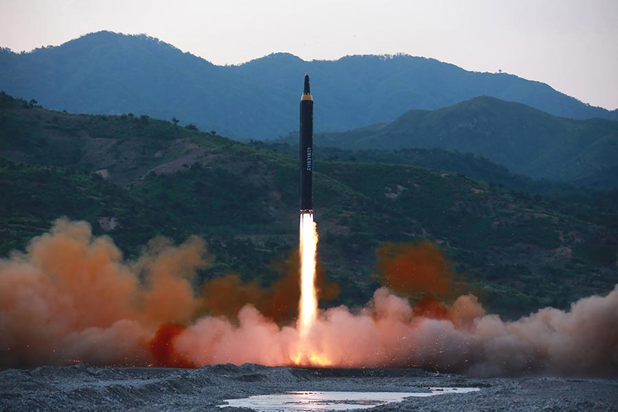 習近平當局今年5月主持召開「一帶一路」國際合作高峰論壇首日,北韓發射導彈。(STR/AFP/Getty Images)