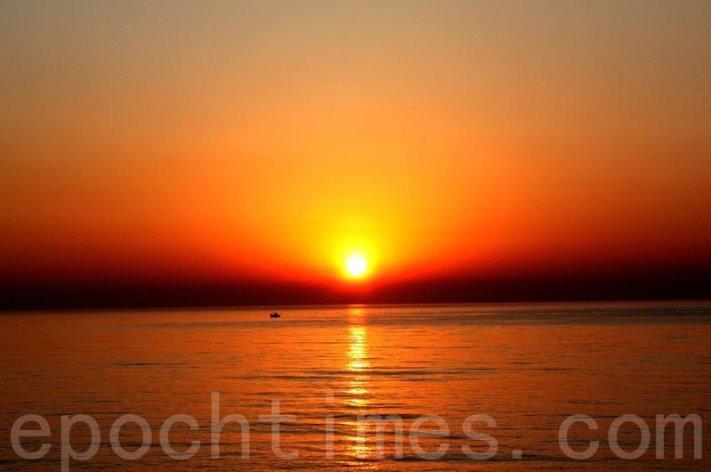 我們知道光的本質嗎?圖為日出景。(戴德蔓/大紀元)