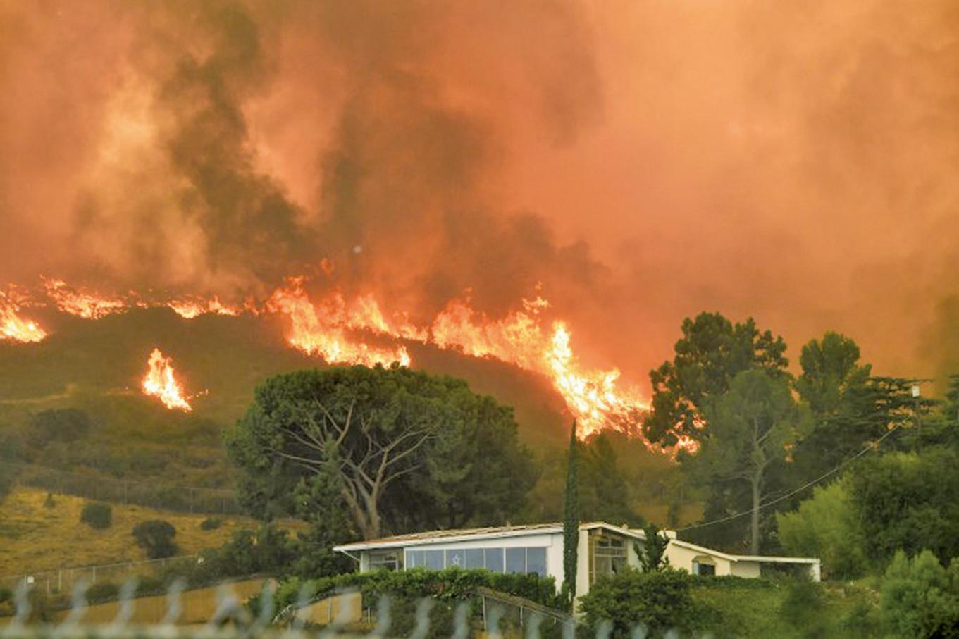 9月2日洛杉磯山火。(AFP)