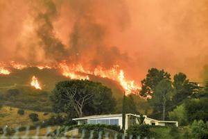 洛杉磯出現史上最大山火