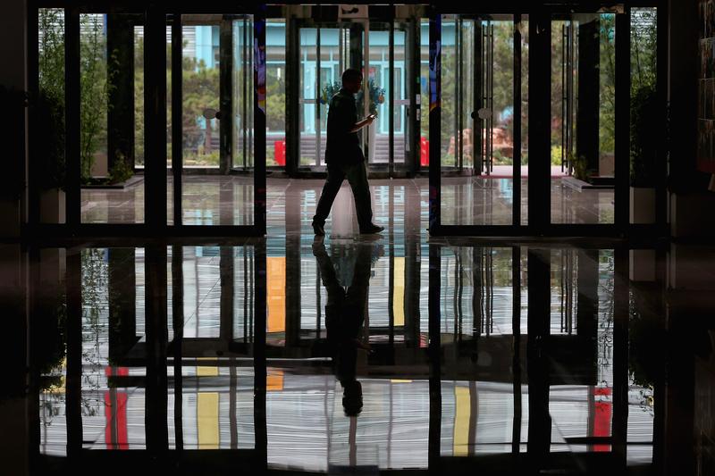 東北經濟低迷,造成大量人口出走謀生。(Feng Li/Getty Images)