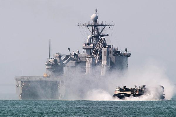 南韓海軍亦於9月5日在朝鮮半島東海進行了大規模的實彈演習,以此警告北韓勿繼續進行任何挑釁。圖為之前美韓軍演示意圖。(KIM DOO-HO/AFP)