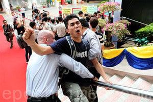 浸大副學士不滿課程停辦趁開學示威