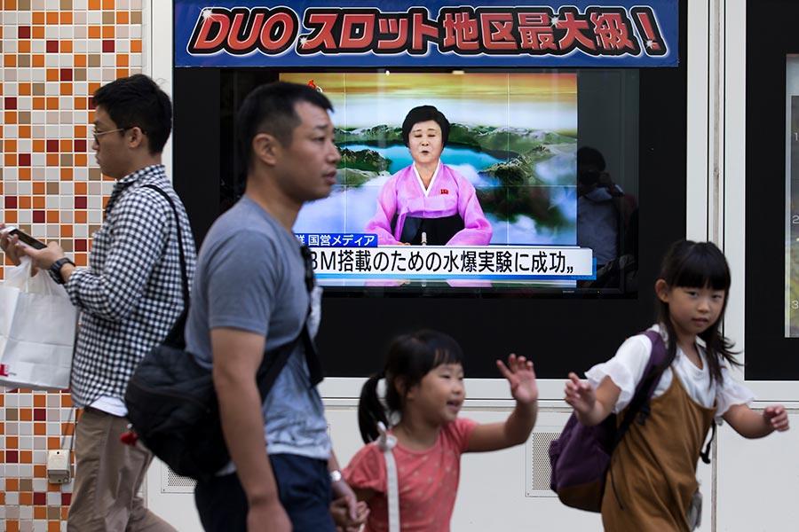 美國財長13日表示,為敦促各國遵行聯合國制朝措施,特朗普將祭出切斷貿易關係的殺手鐧,對北京也不手軟。(Tomohiro Ohsumi/Getty Images)