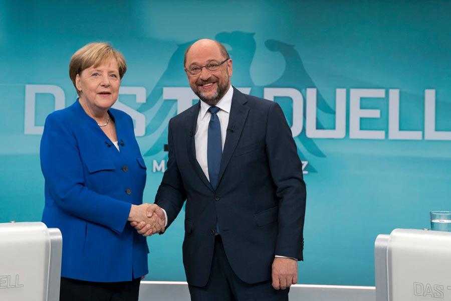 9月3日晚基民盟總理默克爾與社民黨候選人舒爾茨進行了約90分鐘的電視辯論。(Herby Sachs/WDR/ARD via Getty Images)