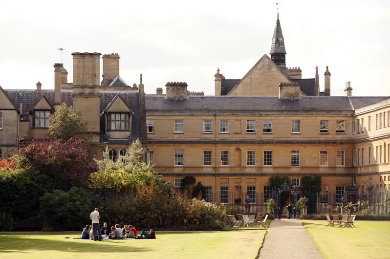 英國《泰晤士高等教育》期刊9月5日公佈最新2018世界大學排名,英國牛津大學和劍橋大學分別位列第一和第二名。圖為牛津大學。(Oli Scarff/Getty Images)