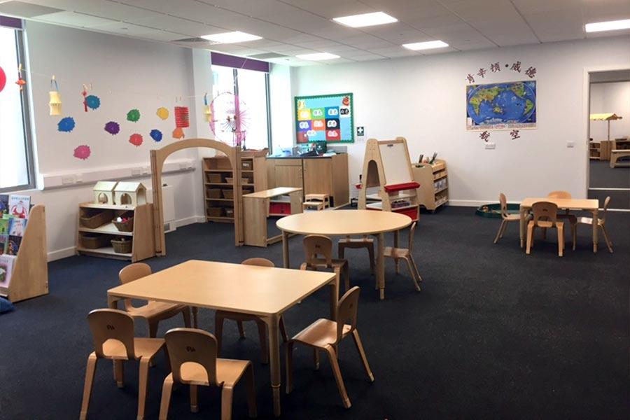 歐洲第一間私立中英雙語預備學校──肯辛頓韋德學校(Kensington Wade)在倫敦肯辛頓區開學。(舒雅/大紀元)