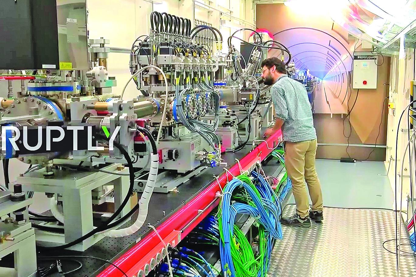 科學家使用X射線自由電子激光器(XFEL)拍攝原子影像。(影片截圖)