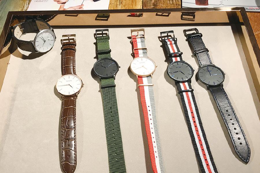 NFC植入式手錶NADA Watch,款式經典復古。(王文君/大紀元)