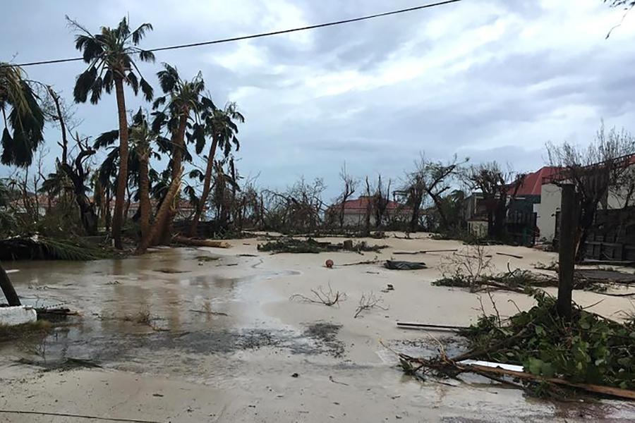 9月7日拍攝的照片顯示颶風艾爾瑪對法屬聖巴茨(St. Barts)和聖馬丁(St. Martin)島造成的嚴重破壞。(AFP PHOTO/FACEBOOK/KEVIN BARRALLON)