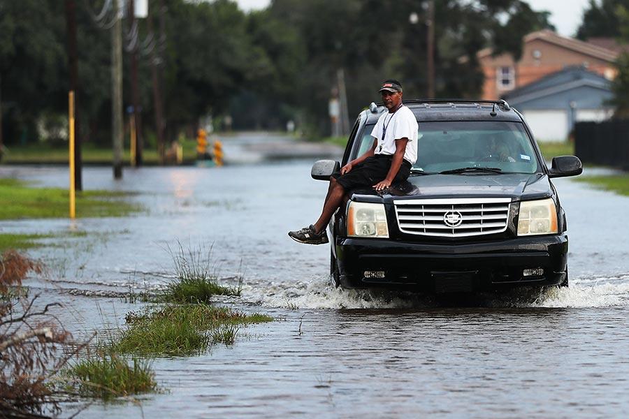 美國眾議院周三(9月6日)以壓倒性多數通過了78.5億美元的哈維救災方案。預計這將是德州和路易斯安納獲得的第一批援助資金。(Spencer Platt/Getty Images)