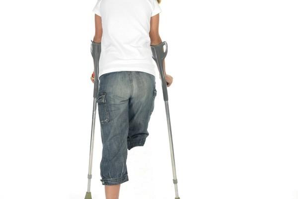 「幻肢痛」(phantom limb pain,鬼腳痛)是許多截肢病人在術後面臨的問題,已經不存在的痛肢卻出現真實痛覺。(攝影: Kathleen Melis / kameel – Fotolia)