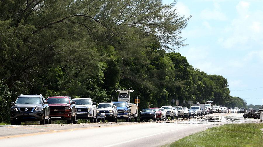 躲避艾瑪,佛州撤離的車隊。(Marc Serota/Getty Images)