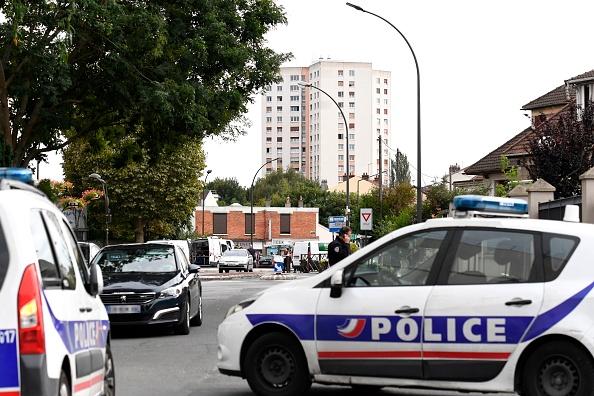 法國警方9月6日(周三)在巴黎南郊維勒瑞夫市(Villejuif)發現了一個藏有炸藥物和煤氣罐的秘密爆炸物工場並對此展開調查。(BERTRAND GUAY/AFP/Getty Images)