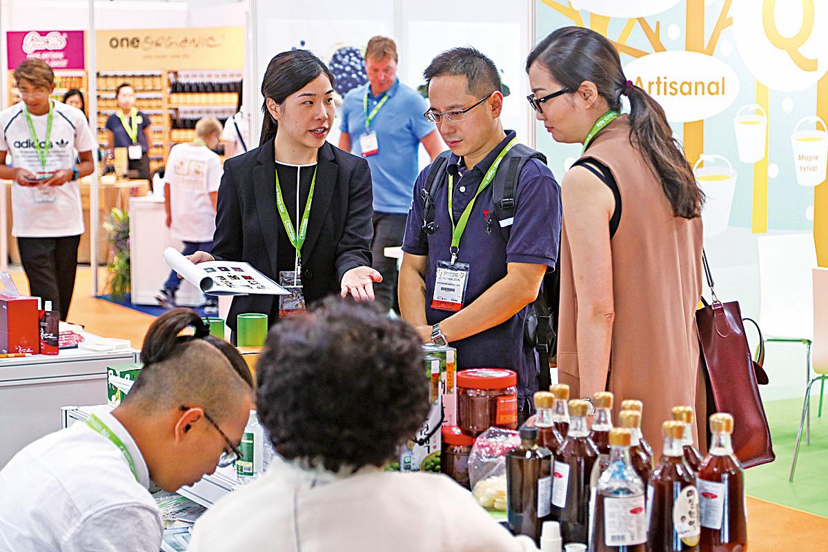 會展吸引眾多香港商家前往尋找有潛力的商品。