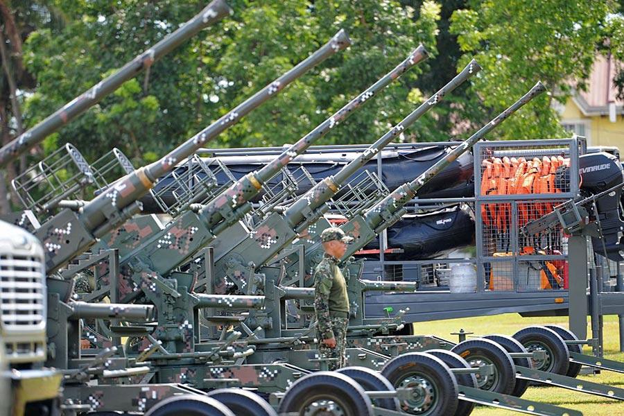 圖為菲律賓海軍裝備。(TED ALJIBE/AFP/Getty Images)