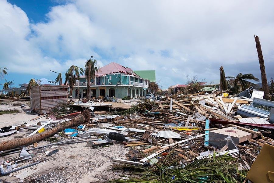 颶風艾爾瑪(Irma)肆虐加勒比海諸島,不僅摧毀多棟房屋和飯店,也打破各項氣象紀錄。(AFP PHOTO / Lionel CHAMOISEAU)