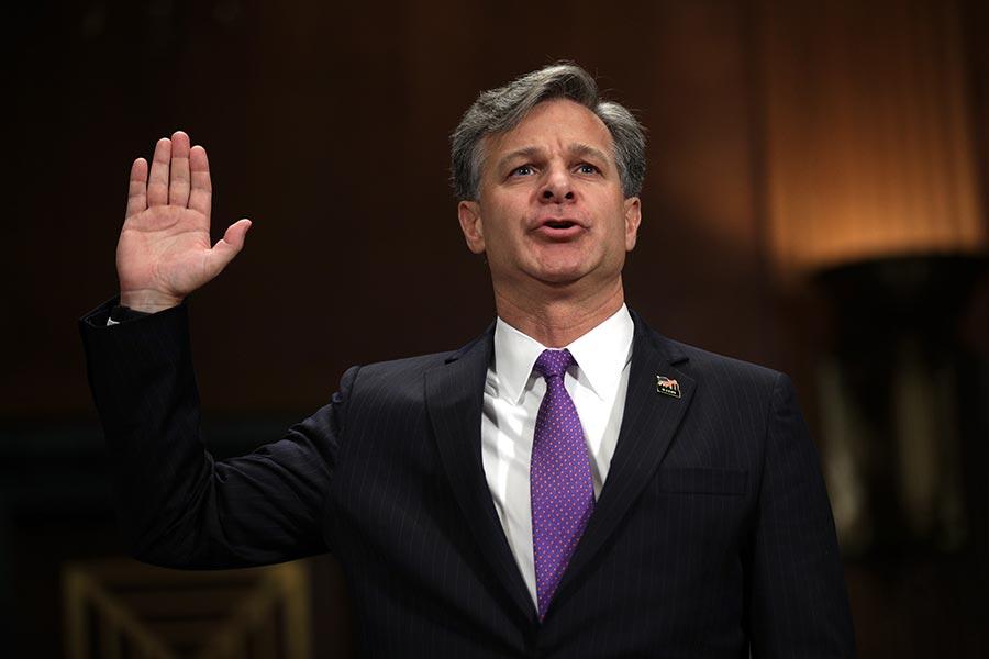 雷(Christopher Wray)任職聯邦調查局(FBI)局長一個月來,首次公開講話,否認總統干擾「通俄門」調查。(Alex Wong/Getty Images)