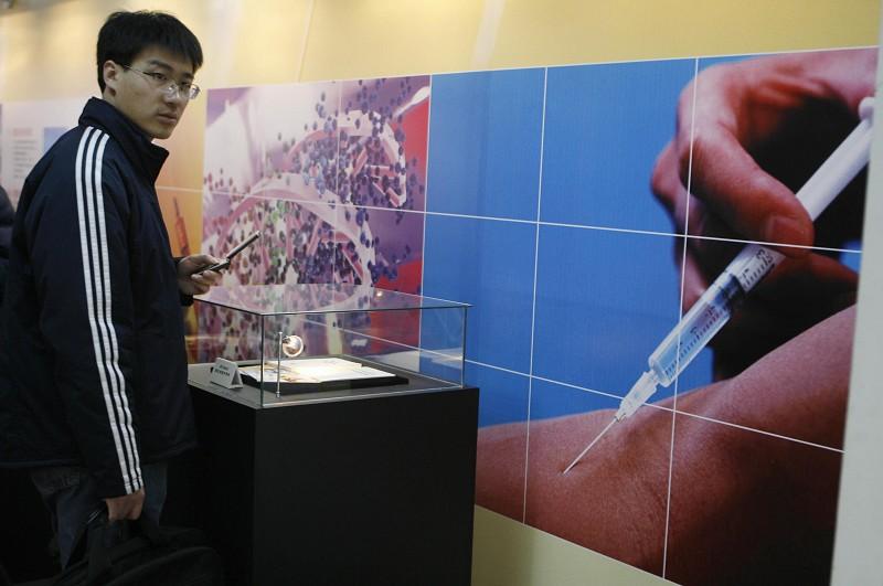 圖為北京一個「介紹運動員服過興奮劑」的展覽。(Getty Images)