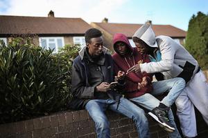 為甚麼大批非法移民首選到英國