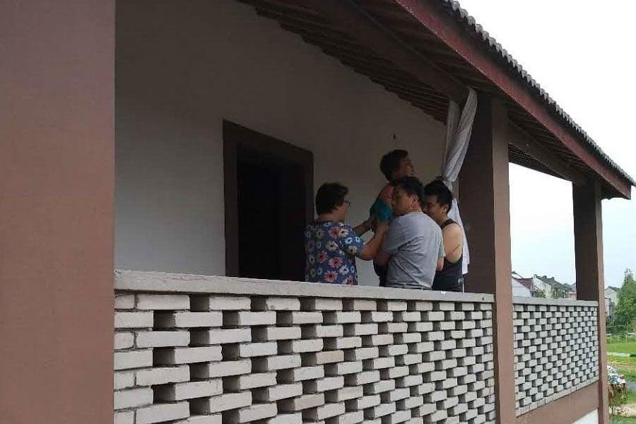 上海訪民馬銀花8月27日去廈門旅遊被截回後關黑監獄,家中老小無人照顧,心急如焚,無奈之下以死抗議。(志願者提供)
