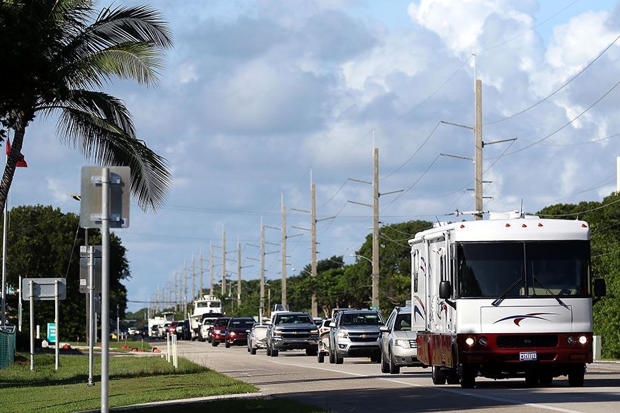 佛州撤離的車隊。(Marc Serota/Getty Images)