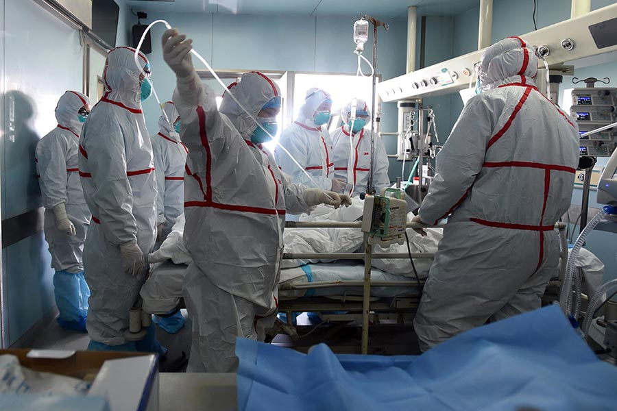 在過去的一年,中國爆發了H7N9禽流感有史以來的最大疫情。H7N9在2013年3月首次被發現。這種禽流感可以致死。圖為資料圖片。(STR/AFP/Getty Images)