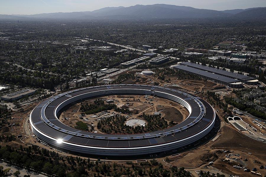 圖為位於三藩市灣區城市庫比蒂諾(Cupertino)的全新蘋果公司總部。(Justin Sullivan/Getty Images)