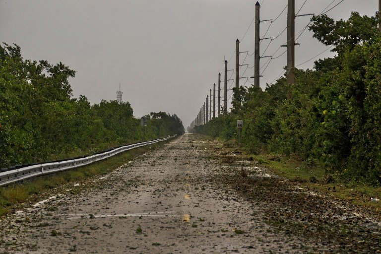 9月9日艾爾瑪颶風前沿引起佛羅里達群島的拉哥島出現狂風大雨。面對即將到來的颶風艾爾瑪,美國佛羅里達州撤離的人數已達630萬。(AFP PHOTO/Gaston De Cardenas)