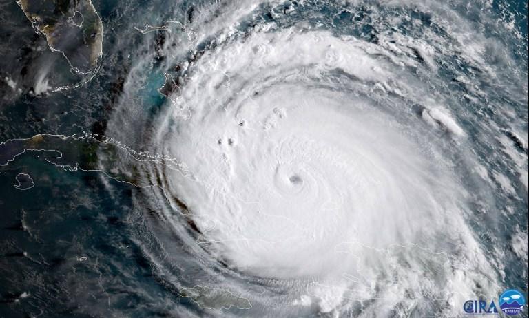 2017年9月8日美國東部時間上午8時颶風艾爾瑪前往古巴海岸時的衛星圖像。(AFP PHOTO/NOAA/CIRA/HO)