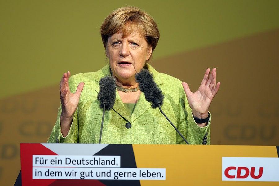 德國總理默克爾於2017年9月10日表示,德國願意為解決北韓核危機出力,她在過去幾星期已和各大國領導人通過話。本圖為默克爾於6日,在自己所屬的基督教民主黨的競選造勢活動中演講。(Sean Gallup/Getty Images)