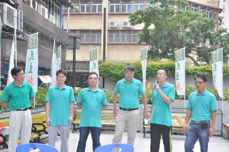 區錦新(左一)以第13組「民主新動力」名單第一候選人身份出選。(區錦新提供)