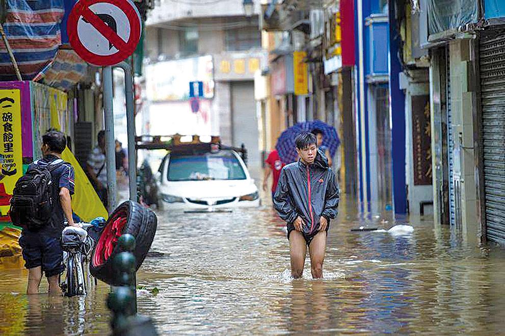 天鴿颱風吹襲澳門造成嚴重災情。(Getty Images)
