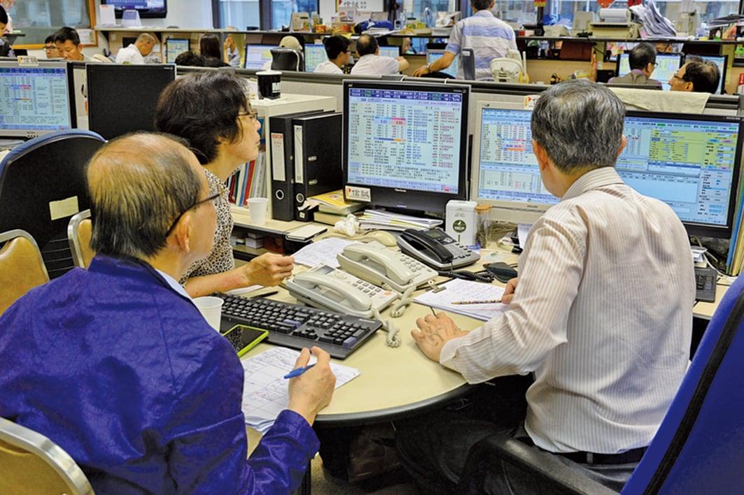踏入9月港股在連升8個月後出現高位調整,恒指雖受制於28,000點關口,但市場熱點頻換,顯示市場信心仍在。(大紀元資料圖片)