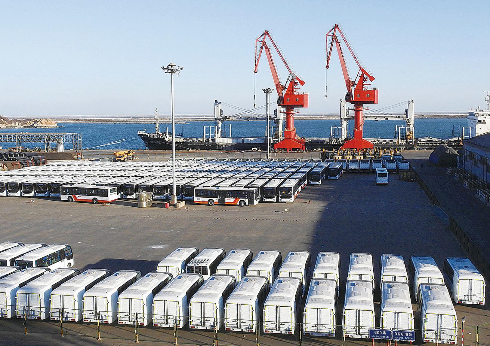 數據顯示,中國出口連續第二個月增速下滑。圖為江蘇省連雲港港口。(Getty Images)