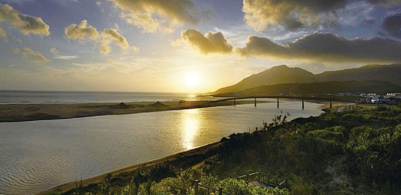 東北角海岸看日出。(東北角暨宜蘭海岸國家風景區管理處)