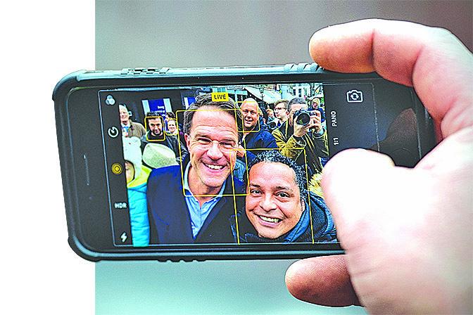 叫做BiliScreen的手機自拍程式可以通過份析眼白中的黃疸水平,幫助人們檢測胰腺癌。(Getty Images)