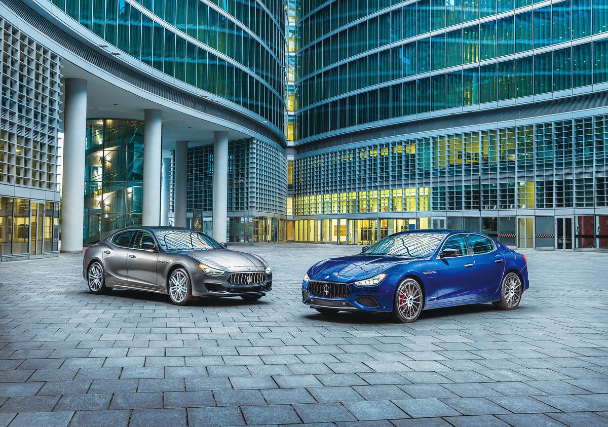 新款Ghibli轎車除了標準版之外,還為品位不凡的客戶提供了兩款風格迥異的個性化套裝:GranLusso豪華版(左)和GranSport運動版(右),完美彰顯瑪莎拉蒂DNA的兩個關鍵特性——豪華與運動。(Maserati)