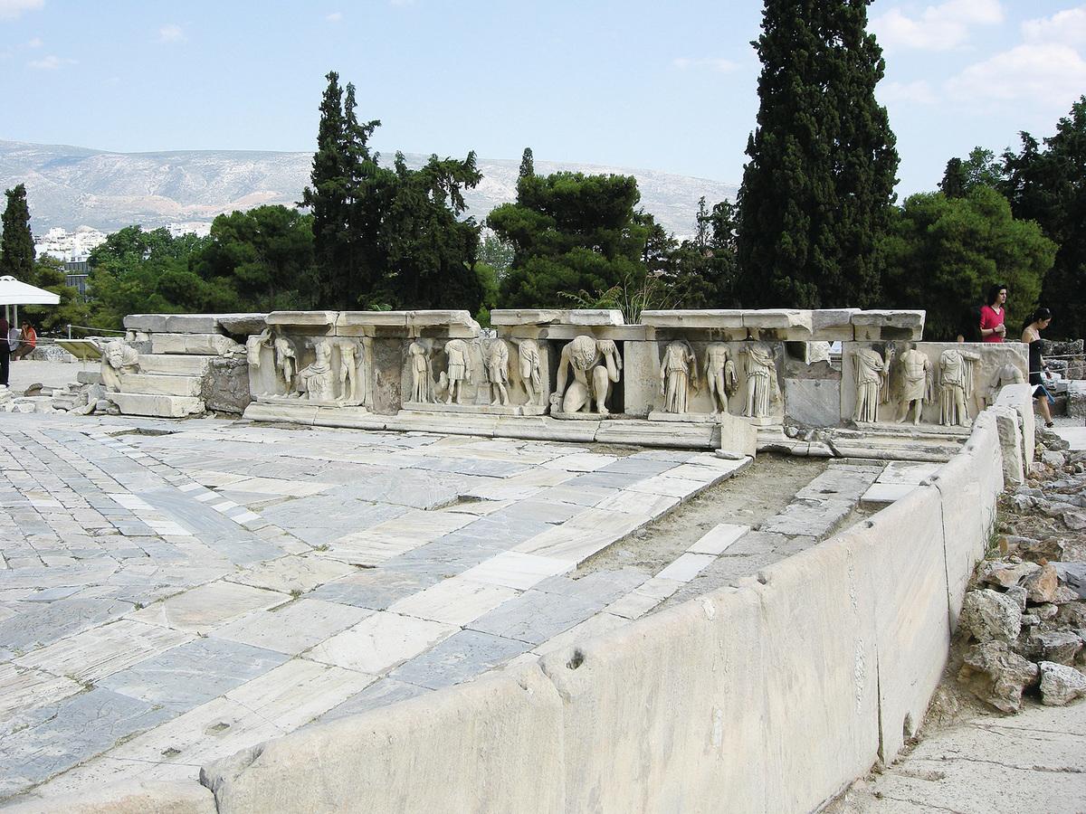 狄俄倪索斯劇場的裝飾人物雕像。(Sailko/Wikipedia)