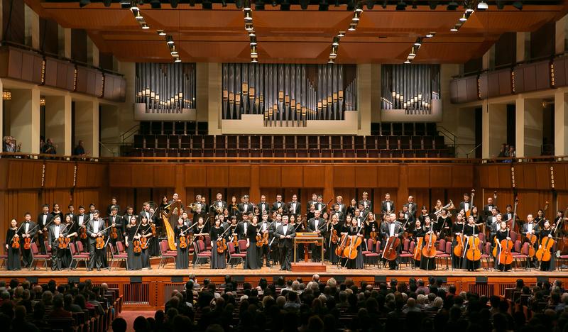 神韻交響樂團2017巡演即將在韓國大邱音樂廳拉開帷幕。圖為2014年神韻交響樂團在華盛頓甘迺迪藝術中心音樂廳演出。(李莎/大紀元)