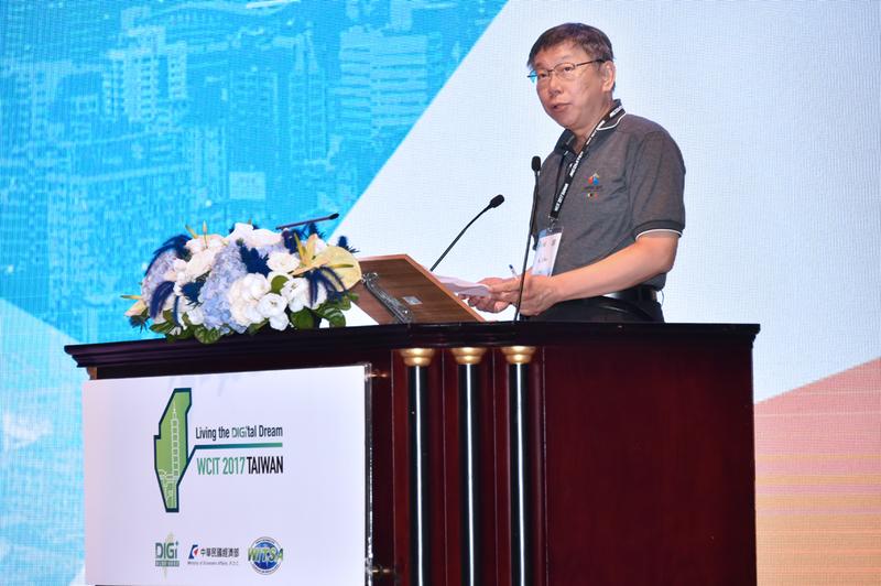 台北市長柯文哲9月11日出席第21屆世界資訊科技大會(WCIT)開幕儀式,會後媒體聯訪中他坦承,有想過投入2020總統大選,但想一下就排除掉了,覺得有點難,不太負責任。(台北市政府)