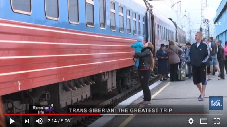 現有西伯利亞鐵路上的火車與乘客。(視像擷圖)