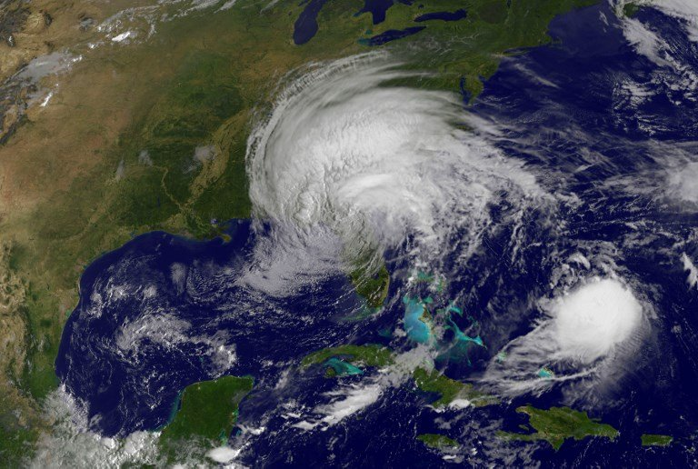 2017年9月11日衛星圖像顯示颶風Jose(右下)和熱帶風暴艾爾瑪(中)。(AFP PHOTO / NASA/GOES Project)
