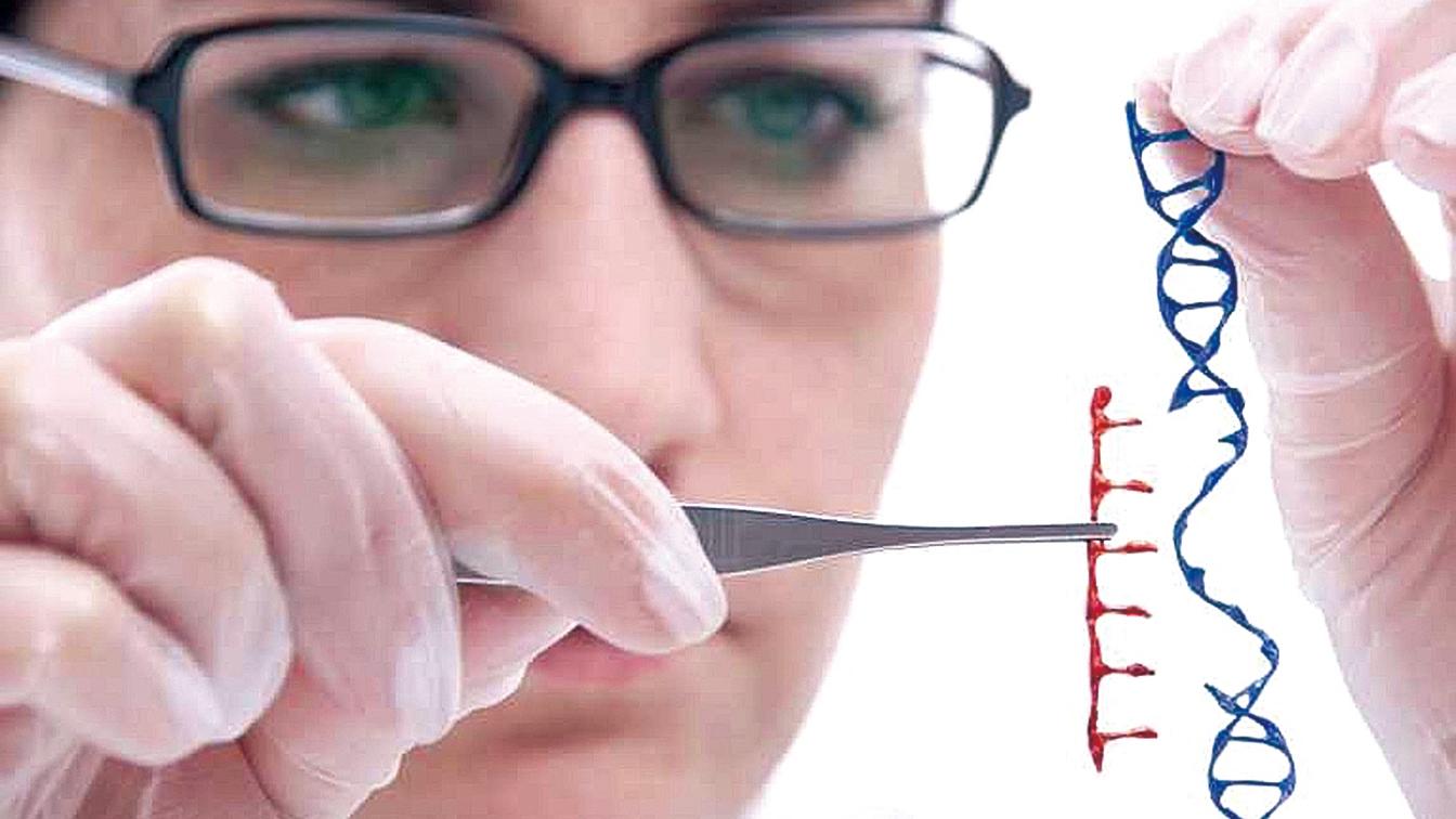 現代生物學利用基因編輯技術在人類早期胚胎發育過程中修復造成疾病的基因突變。它也引起許多關於倫理學的討論。(影片截圖)